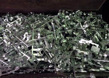 亜鉛ダイカスト(丹入、湯口等)Zinc Die Cast(Riser, gates, etc.)